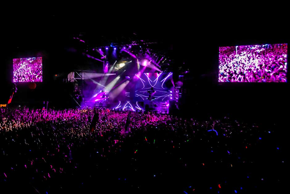 Free Press Summer Festival main stage lighting design