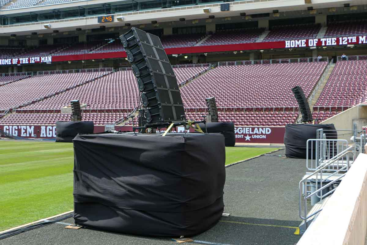 L-Acoustics line arrays Kyle Field dispersement
