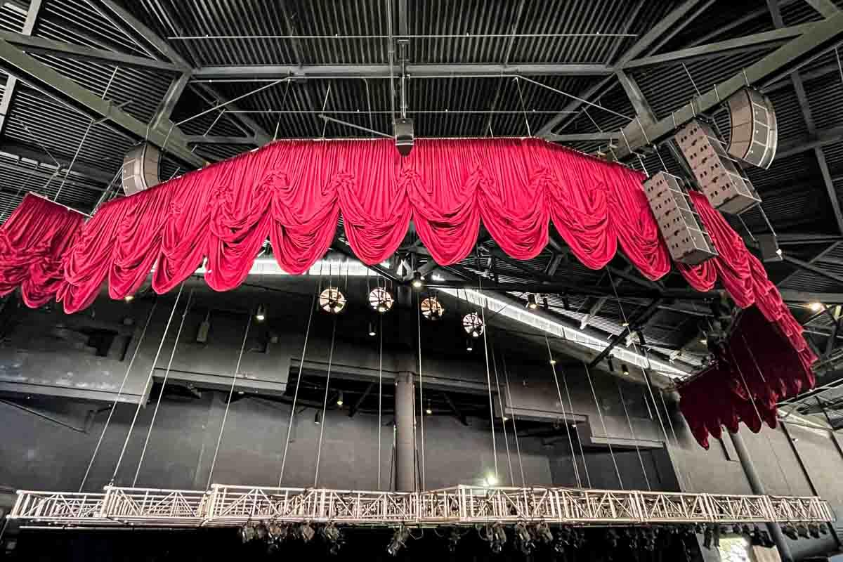 Sea World San Antonio Nautilus Amphitheater outfill speaker array